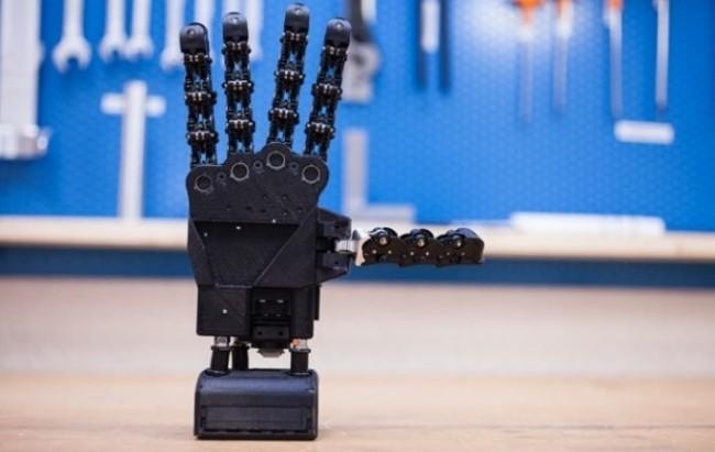 Inail e Int presentano la prima mano robotica italiana realizzata con la stampa 3D