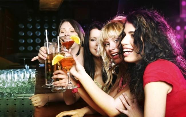 """Abuso di alcol fra i giovani, Ocse: """"Dati allarmanti già a 15 anni"""""""