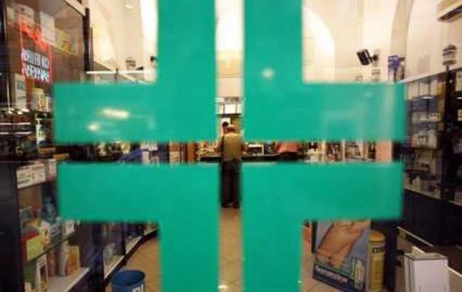 """I distributori di mascherine rispondono ad Arcuri: """"Grazie a noi consentita reperibilità in farmacia"""""""