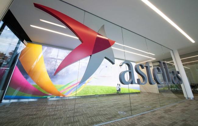 Astellas vende il business dermatologico a LEO Pharma e compra la biotech Ocata
