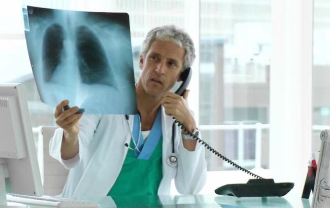 Tumore al polmone: parere positivo del Chmp per l'inibitore osimertinib di AstraZeneca