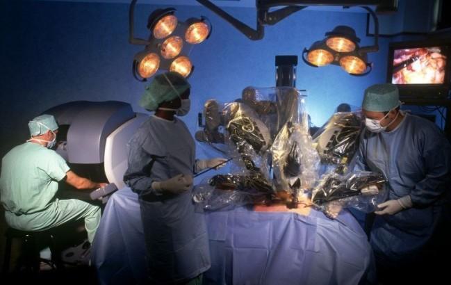 Invasione di robot chirurghi prevista per il 2020