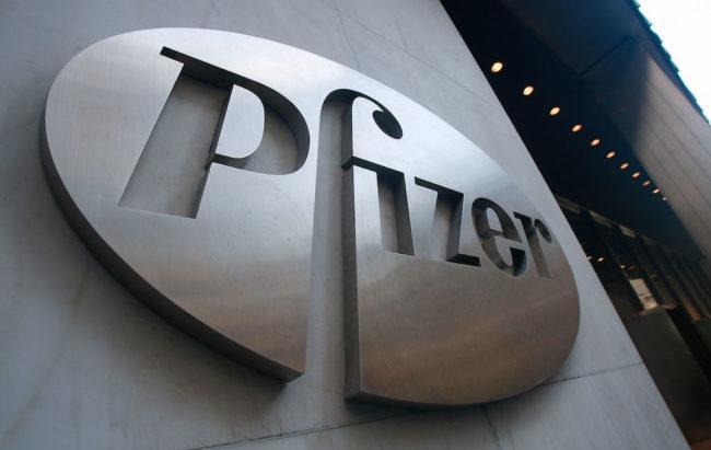 Pfizer vuole più esternalizzazione per la produzione di medicinali e concentrarsi sul vaccino anti-Covid