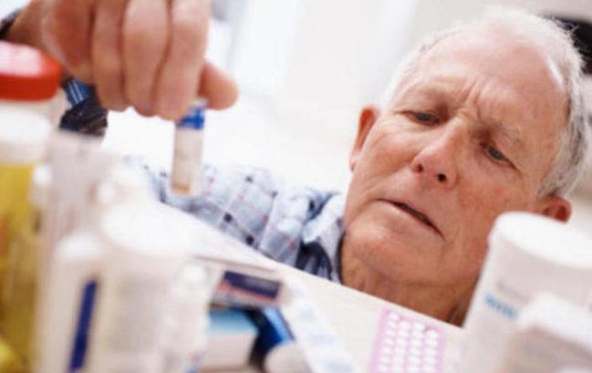Farmaci: gli anziani non li assumono correttamente secondo uno studio