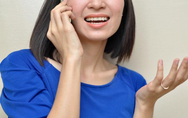 Parlare troppo al cellulare fa male a gomito e nervi del braccio