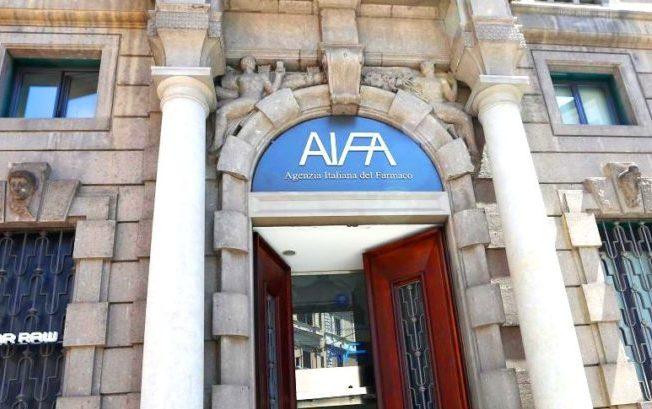 Spoils system all'Aifa: si cerca un nome per sostituire Li Bassi