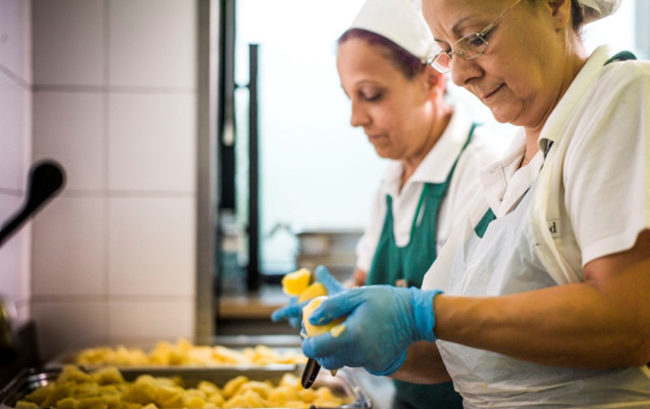 Nutrizione in ospedale, un progetto sperimentale porta l'alta cucina in corsia