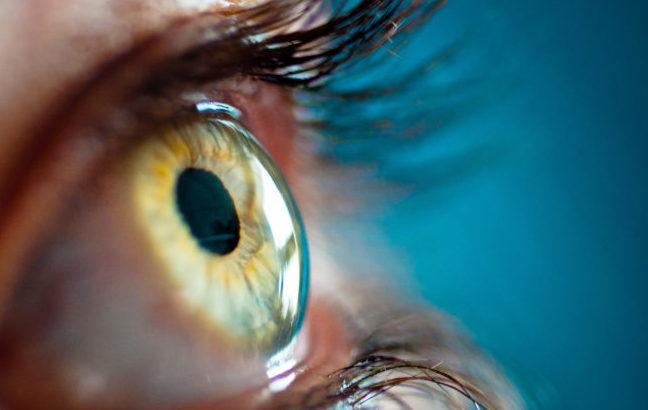 Chirurgia oftalmica, via libera da Fda all'uso di un dispositivo per la protezione della cornea