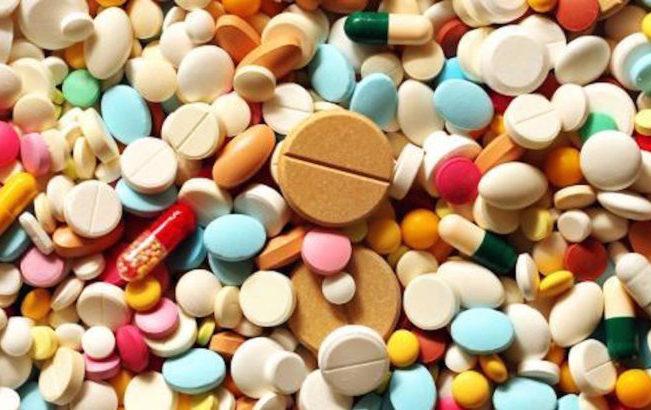 Farmaceutica, nel 2017 calano i consumi in farmacia