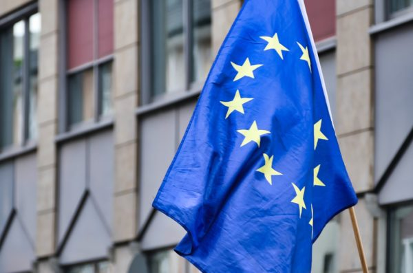 Clausole contratti con aziende farmaceutiche, l'Ue mantiene il riserbo