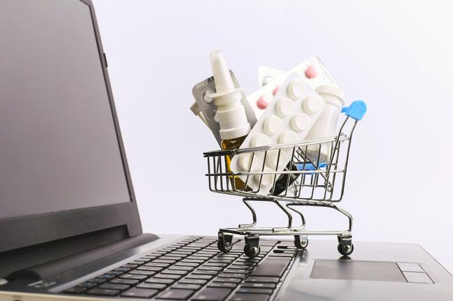 E-commerce, cresce a doppia cifra la vendita di farmaci online