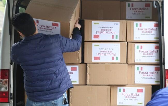 Covid-19, dalla Cina 50mila mascherine oltre 2mila campioni di test anticorpali