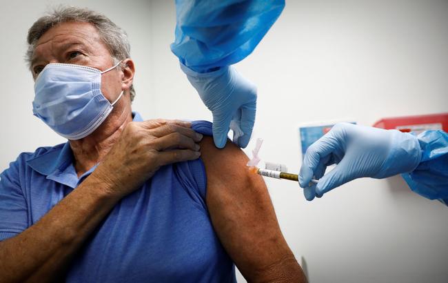 """Ema sul vaccino AstraZeneca: """"Sicuro, ma continueremo a monitorare sugli eventi avversi rari"""""""