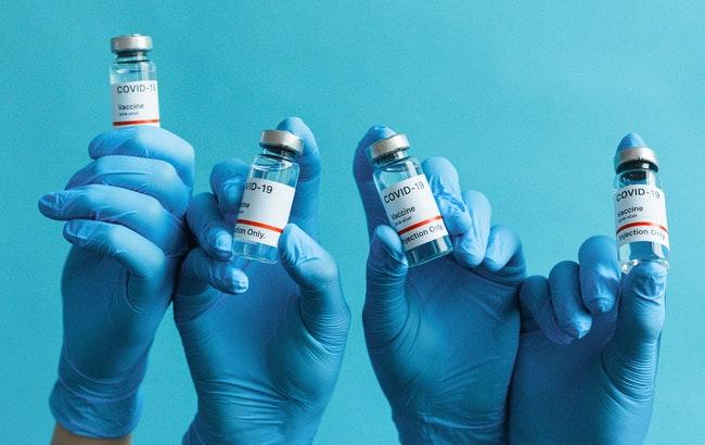 Vaccini anti-Covid: mozione alla Camera per liberare i brevetti