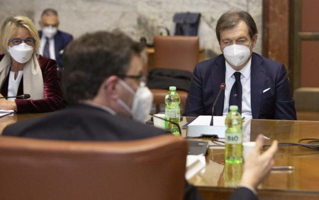 """Tavolo al Mise sulla produzione dei vaccini in Italia: """"L'Ue acceleri"""""""