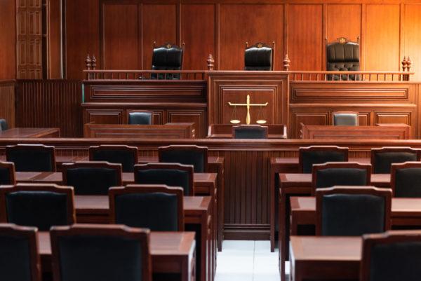 """Ue contro AstraZeneca, si va in tribunale. La società: """"Accordi rispettati"""""""