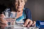 Farmaci per gli over 65: tre dosi al giorno e 660 euro di spesa pro capite all'anno